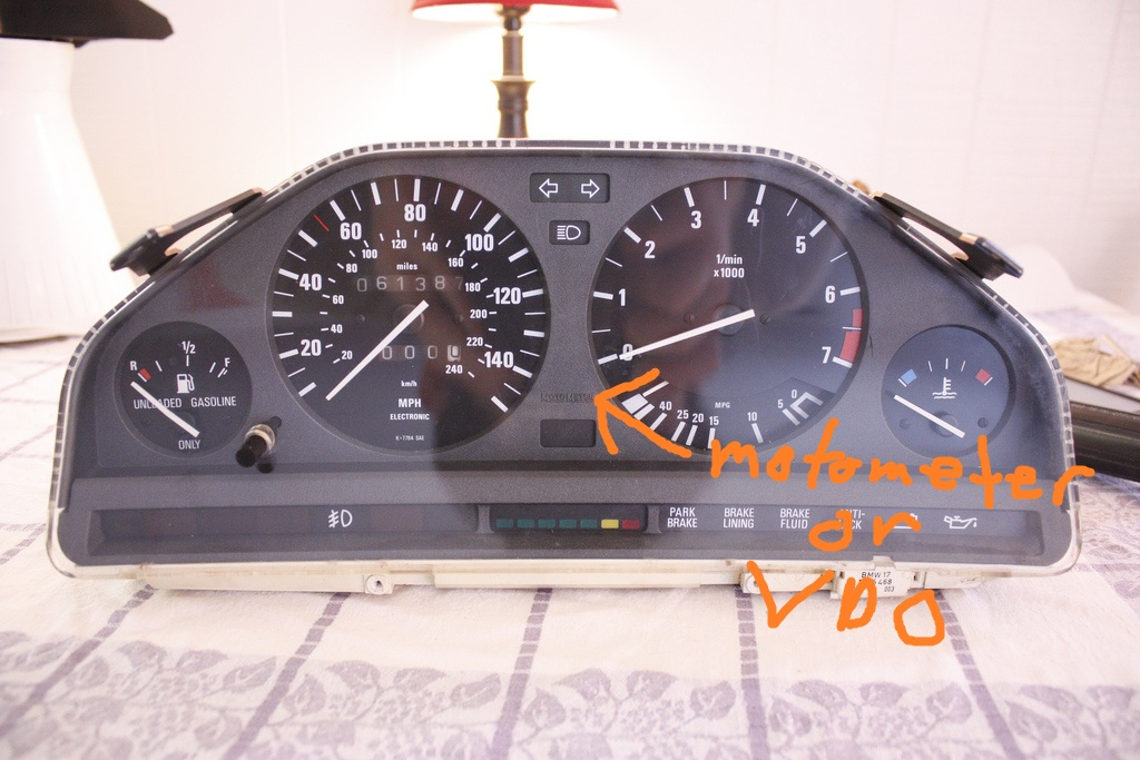 cluster e30 close up motometer or VDO