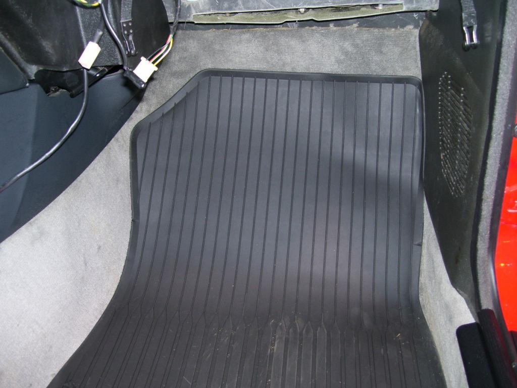 E30 rubber floormats 3
