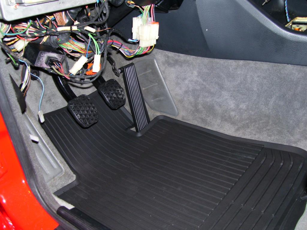 E30 rubber floormats 4