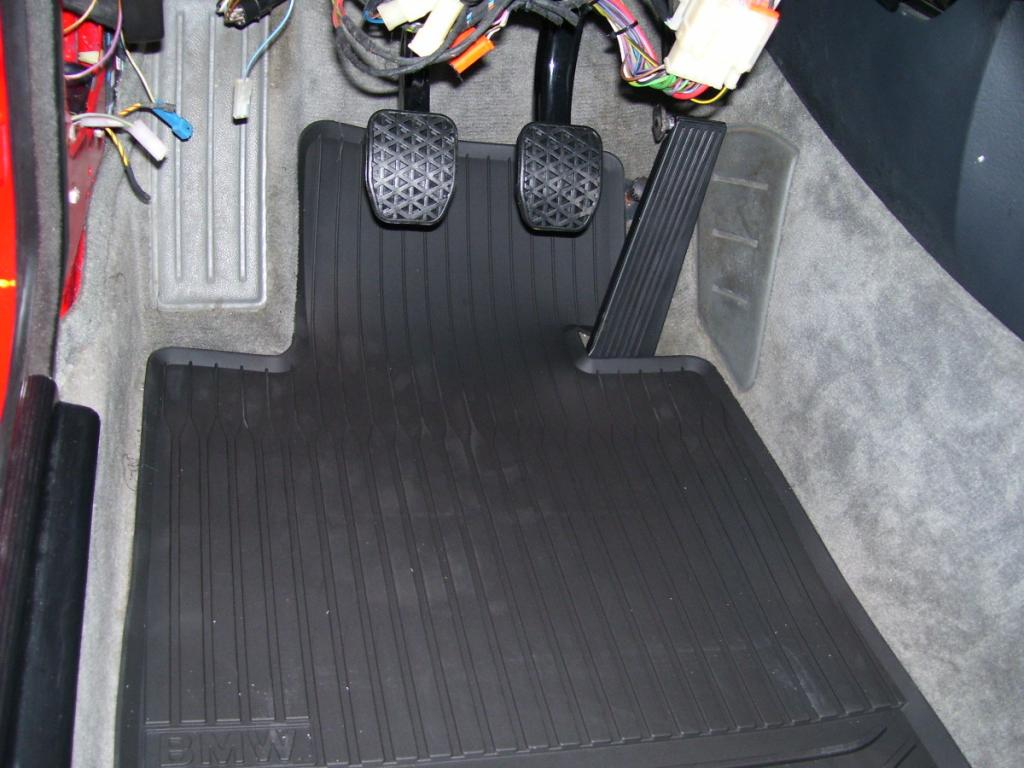 E30 rubber floormats 5