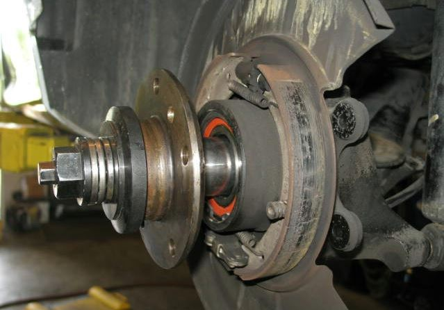 How to change a rear wheel bearing on an E30 | RTS - Your